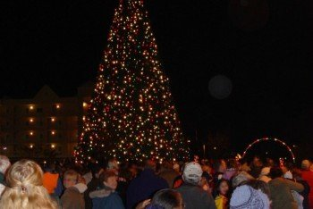 Winterfest_of_Lights_Ocean_City_MD_Berlin_Tree_Lighting_Holiday2-670x732