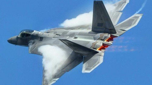 Video Shows US F35 Stealth Fighter Jets Landing on