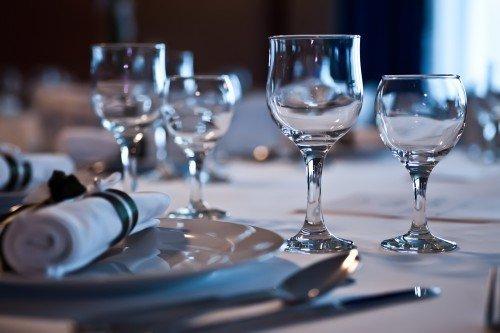 dinner table_56594188