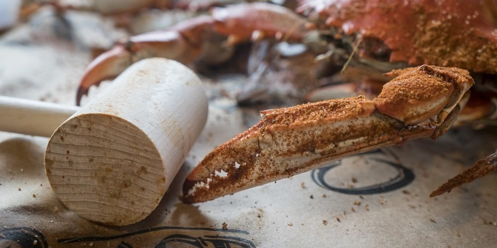 Seasoned crab with mallet