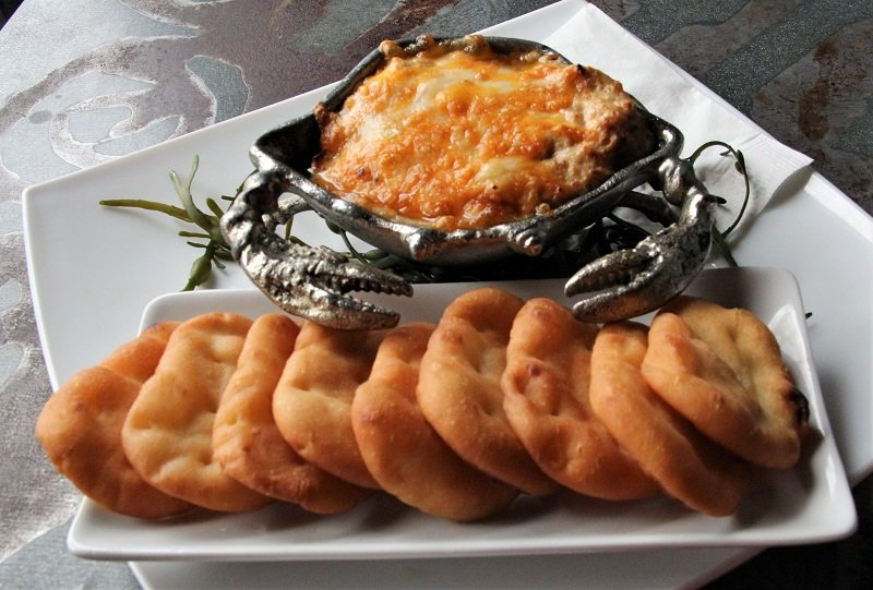 fresh crab dip with dipping bread